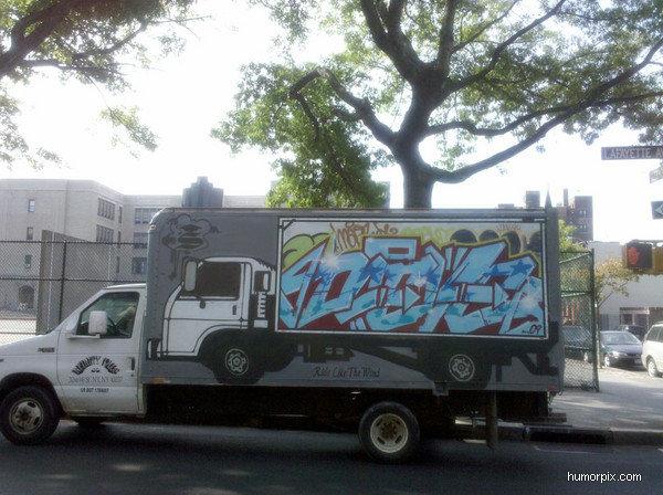 תמונה משאית בתוך משאית